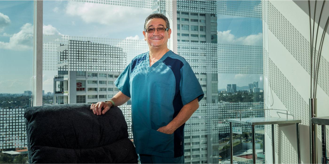 Doctor Ramiro en su consultorio, vista fuera